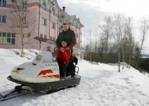 Катание на снегоходадх