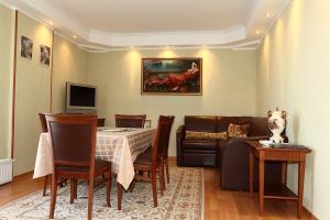 Гостиная-столовая в апартаментах