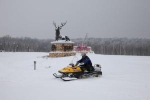 Грумант, Катание на снегоходах