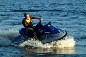 Прогулки на водном мотоцикле